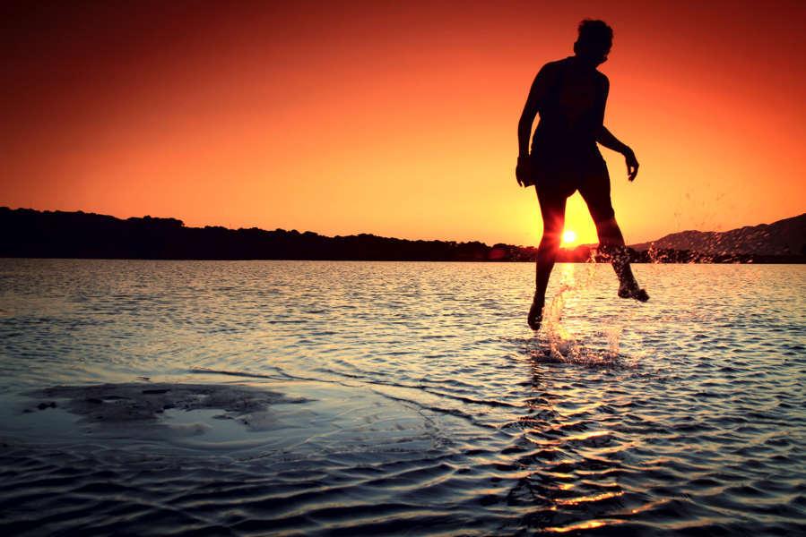 sea-dawn-sunset-person