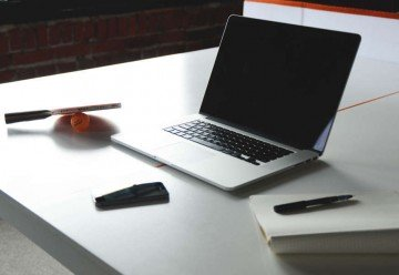 desk-notebook-office-macbook