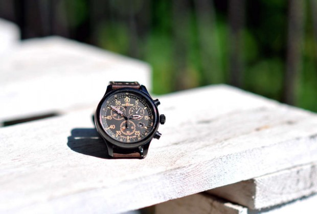 wood-brown-watch-white